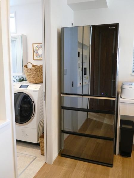 冷蔵庫は、601Lと大容量の「NR-F603 WPV」。微凍結パーシャル、Wシャキシャキ野菜室など、食材を新鮮に長持ちさせる機能が満載だ