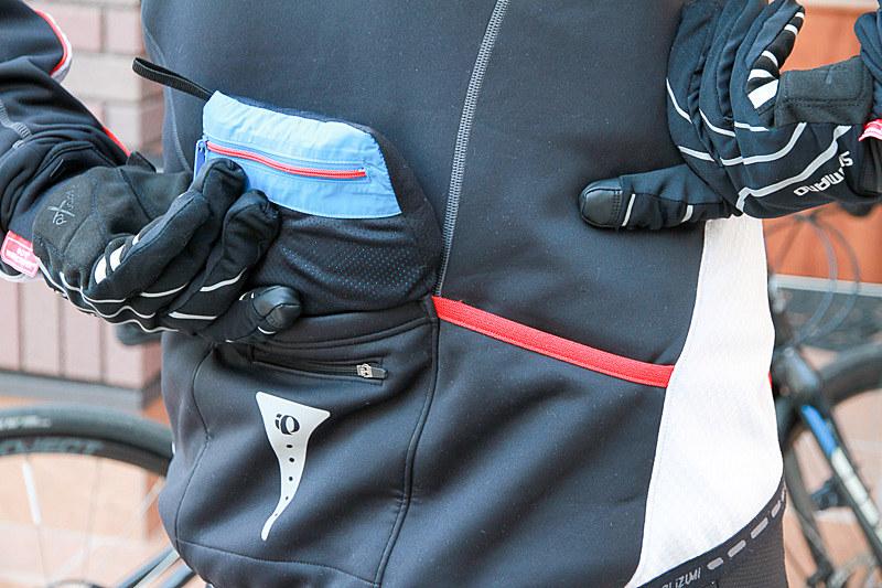 コンパクトにたためて、サイクリングウェアの背中のポケットに入れられます。保険としていつも携帯してます