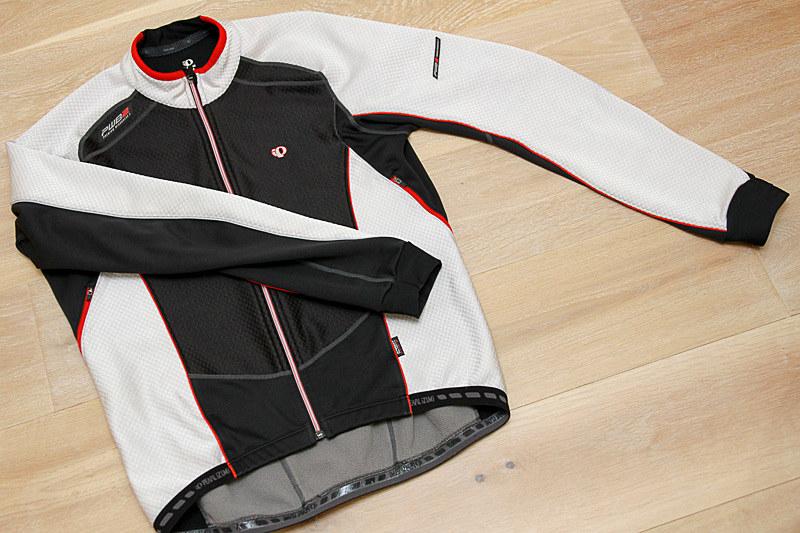 パールイズミのプレミアムウインドブレークジャケット。結構古いモデルを中古でゲット。だって新品は高いんだもの