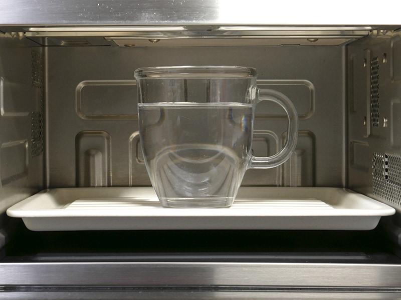 トレイを使っても天井まで130mmあるので、大きなマグカップも余裕で入る