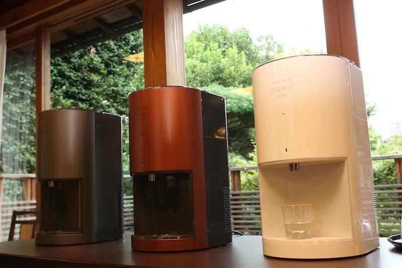 カラーはメタリックブラック(ガンメタリック)、スカイグレー(白)、カッパーブラウン(メタリック調の茶)の3色