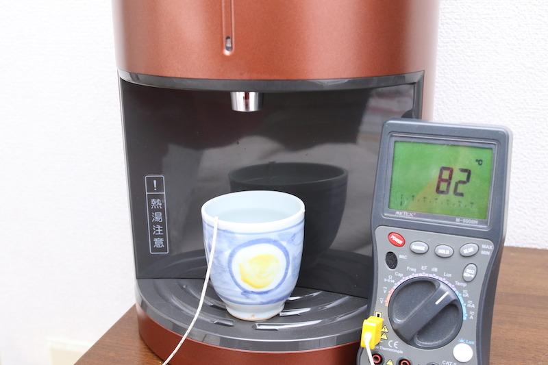 温度を測ったところ、冷水は9℃、温水は82℃あった。ウチではテレビの横に置いて、みんながスグ手を伸ばせるようにしている