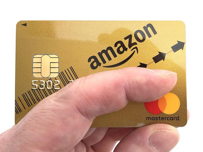 詳細は省きますが、ネット上で申込みをしたら数分で仮カード「Amazonテンポラリーカード」が発行され、筆者のAmazonアカウント上に登録され、すぐ使える状態になりました(即時審査サービス/無料)。その後1週間でカードが手元に到着。ネットだけで全部完了♪ カードってこんな簡単につくれるものだっけ? 的な