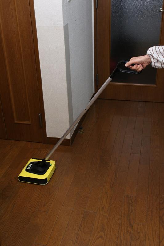 3月1日に発売した家庭用スティッククリーナー「KB 5 イエロー」。家電量販店では色違いの「KB 5 ホワイト」も発売予定