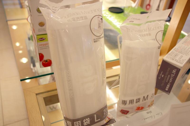 専用袋。購入時にはM/Lサイズが同梱