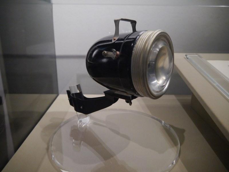 砲弾型電池式ランプ。1923年に発売した製品だ