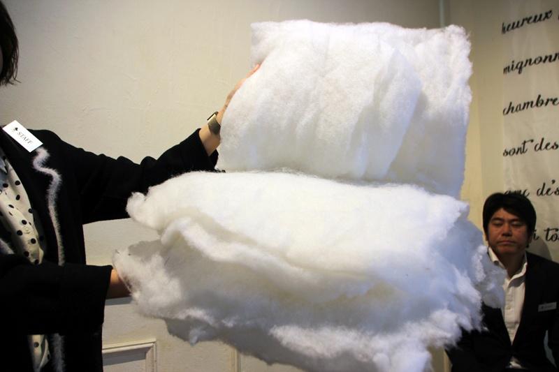 クッション生地に綿を採用。ふんわり優しいマッサージを実現するという
