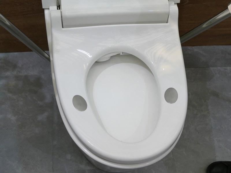 便座部分。電極が配置されており、座るだけで体脂肪が測定できる
