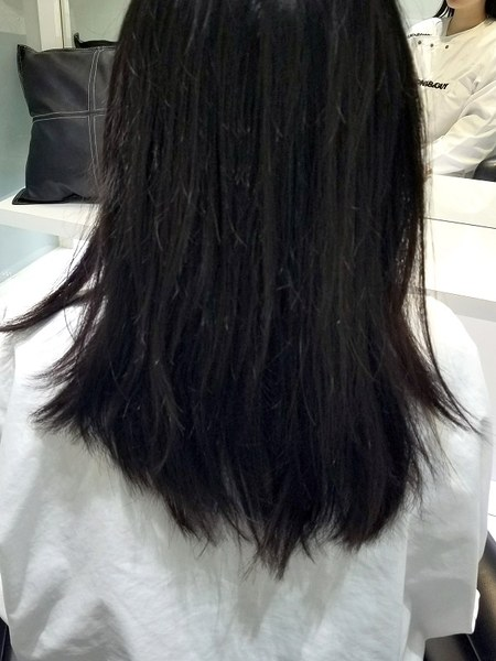 Before。毛先がハネて広がっている