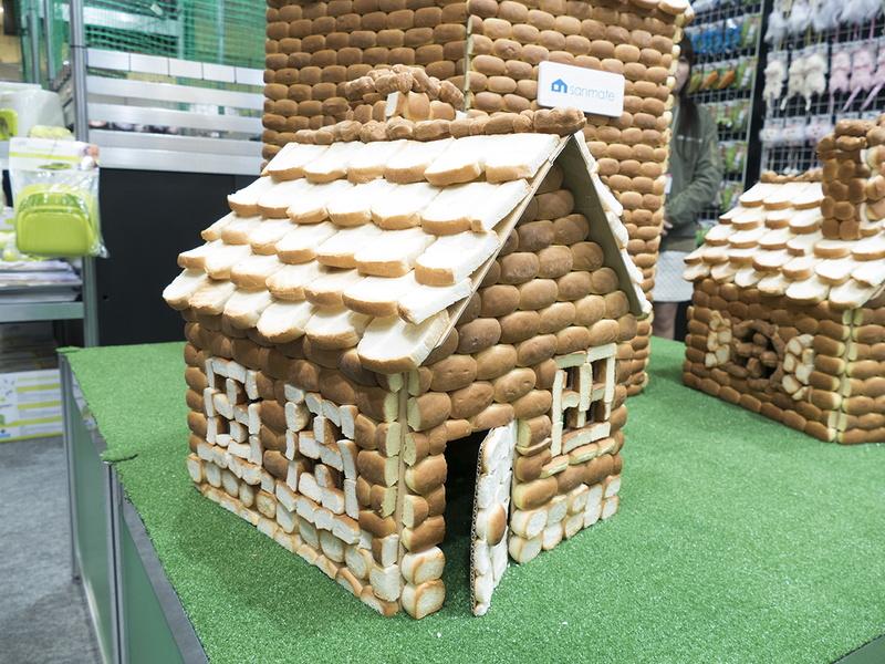 お菓子の家ならぬパンの家