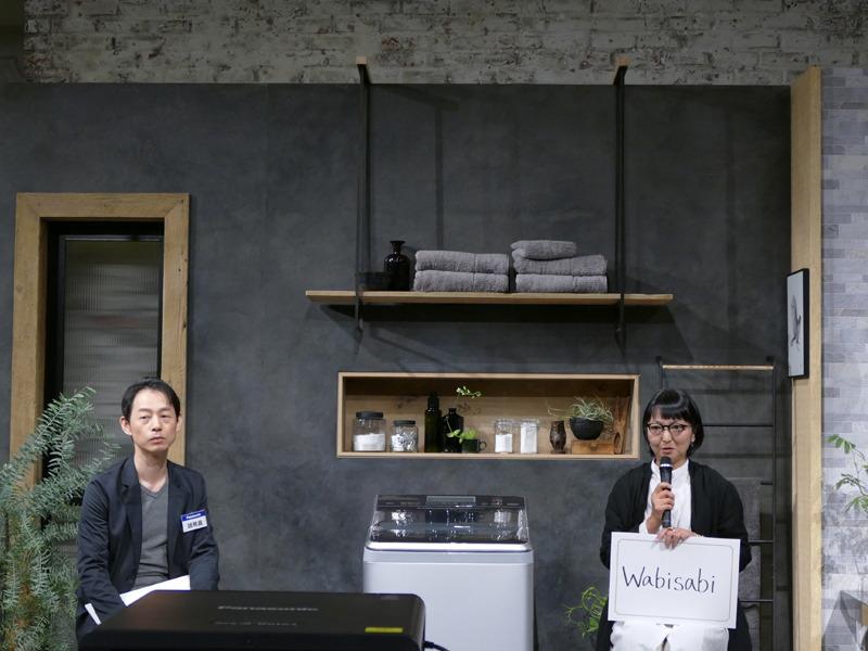 インテリアスタイリストの石井佳苗氏(右)と、パナソニック 洗濯機デザイン担当 村上氏(左)