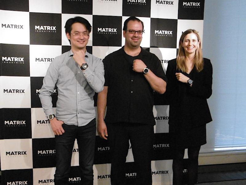 マトリックスインダストリーズ CEO アクラム・ブカイ氏(中央)、同社CTO ダグラス・タム氏(左)、ビジネスデベロップメント担当 ニコル氏(右)