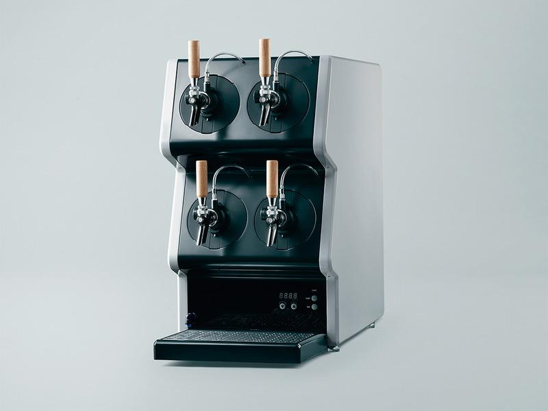 1台で4種類のビールの提供が可能な小型のディスペンサー