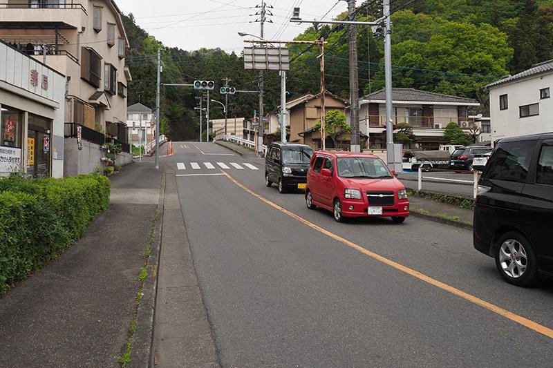 青梅から飯能へは、小曽木街道を通ります。ここの丘陵越えは短い距離ですが、ちょっとキツめの坂