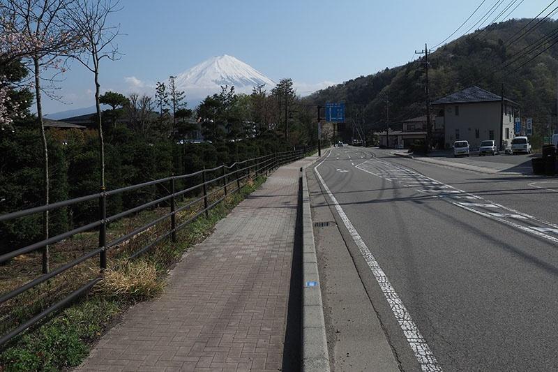 途中、河口湖畔から少し離れた道も走りますが、富士山が見えたりもしてモチベーションが上がります。CRUISEは舗装路全般走りやすくて快適♪