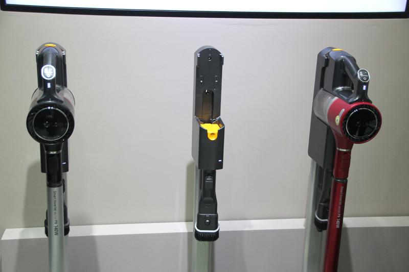 バッテリーは着脱式で、スタンドで充電できる