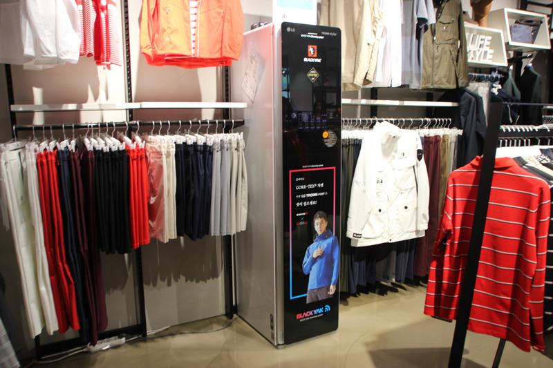 店内にはLG stylerを設置。韓国で人気のアウトドアブランドで、登山服では国内1位の売上を誇っているという