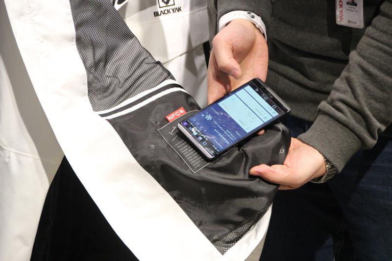 タグをスマートフォンで読み取る