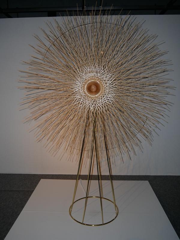 Soyo guは、竹籠の技法を用い、全体を竹のソフトカバーでデザインした送風扇