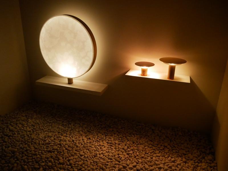 To gakuは、建具に光を反射させたり、透過させたりすることで、淡く、滑らかなあかりを実現する日本建築の技術を活用