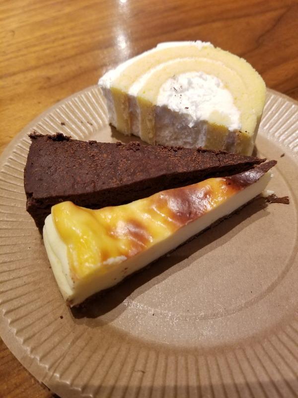 LOCA-Laboのケーキも濃厚で美味しい