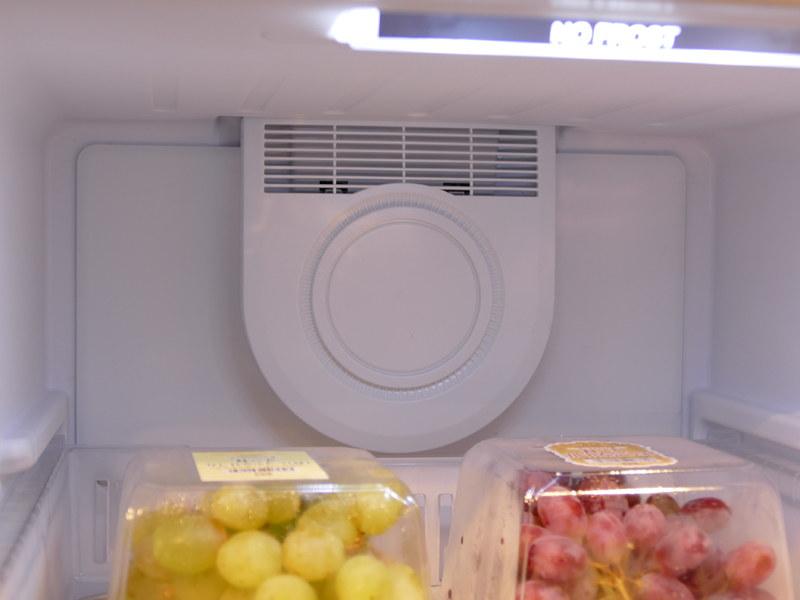 庫内最上段に設置されたファン。ここから冷気を庫内へ循環させる
