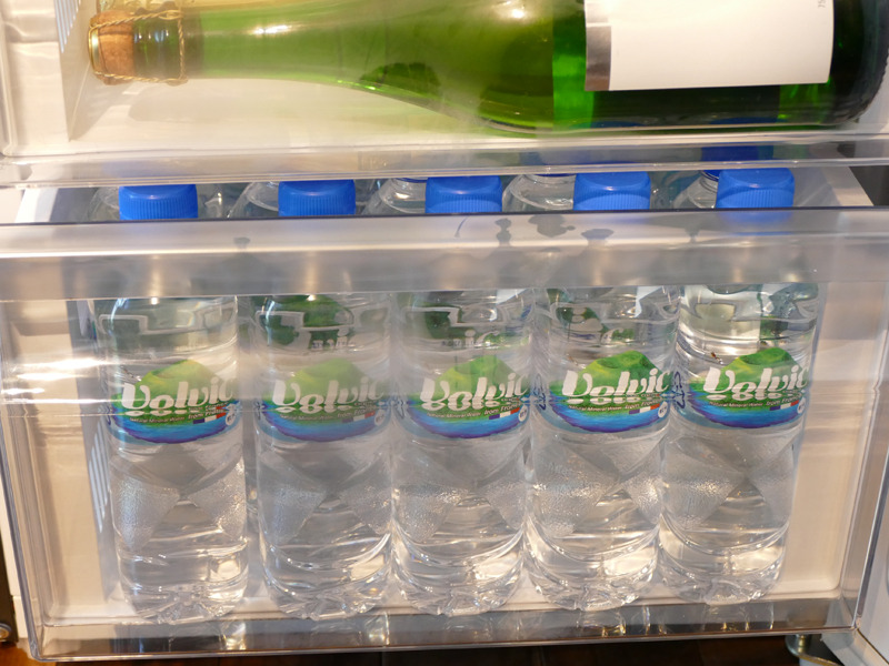 引き出し最下段には、500mlペットボトルを立てて収納できる