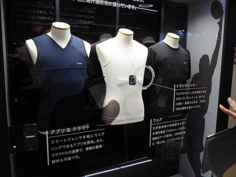 下着のようなシャツから、スポーツ用、介護用など、用途別に開発されている