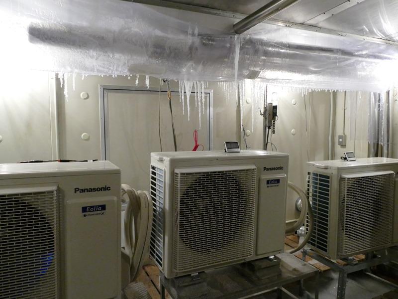 -30℃の試験室。霜取り運転の試験やデータ取りを行なっている