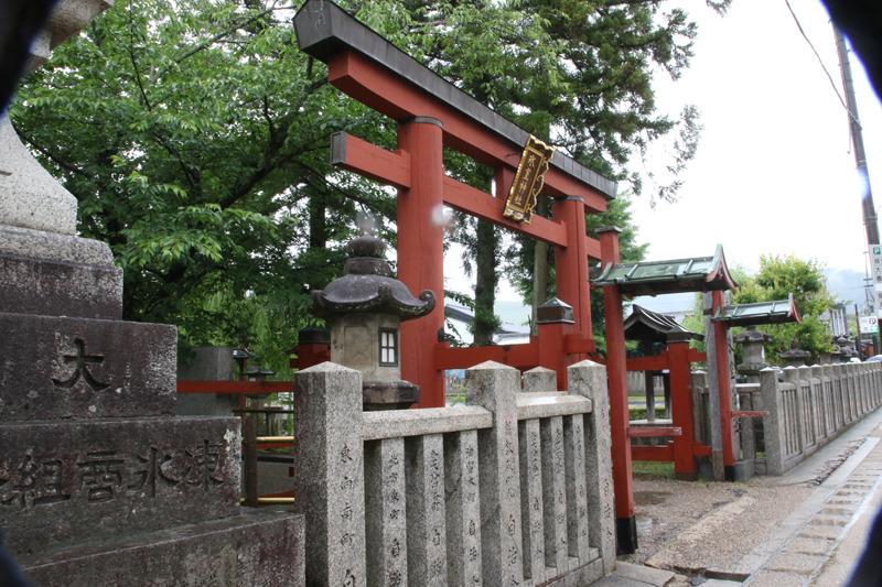 奈良県の春日大社のスグ隣にある「氷室神社」。通称エアコン神社だ