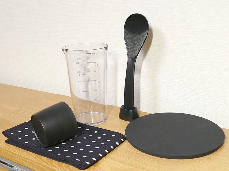 購入後すぐに炊飯に役立つ付属品が揃っている