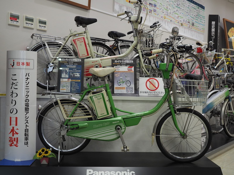 1980年に発売されたエレクトリックサイクル「DG-EC2」。最高時速は18km/h。モーターのみ、ペダルのみ、モーターとペダル併用での走行が可能