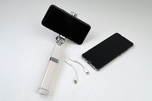 iPhoneをはじめとして、最新機種は3.5φのイヤホン端子のないものも。アダプターを使いましょう