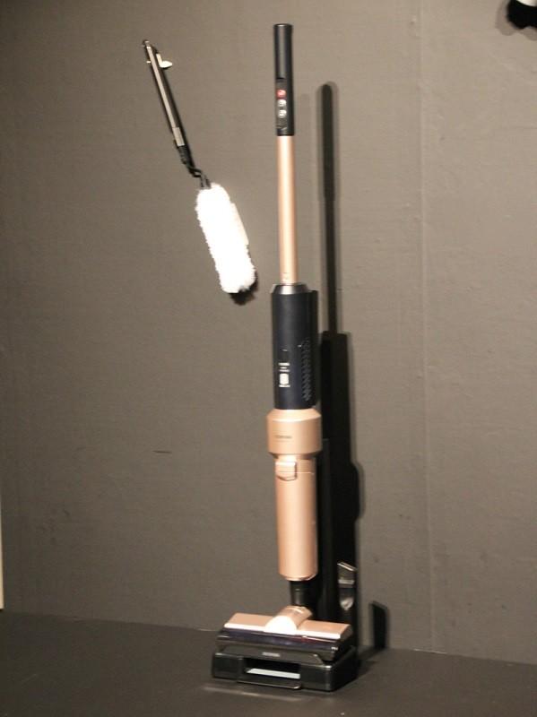 静電モップが付属する「極細軽量スティッククリーナー」