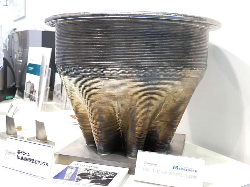 金属製の壺的なモノ