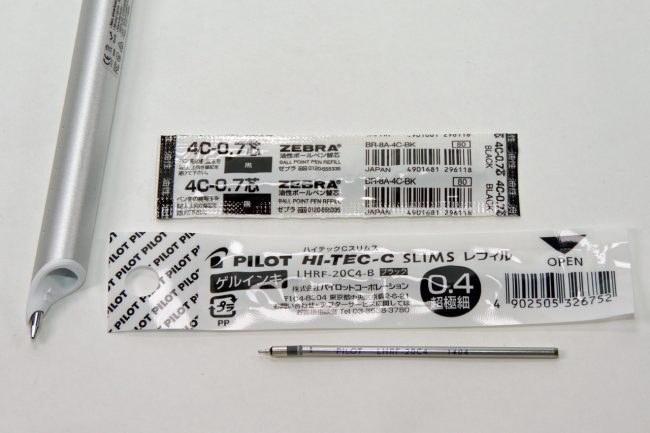 交換可能なペンのリフィルには、当初ゼブラの「4C-0.7芯」が付属。4Cという規格は多機能ボールペンなどでも使用されている汎用的なものなので、好きな書き味のものに交換できます