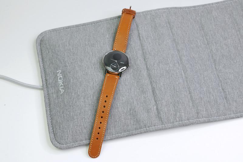 Nokiaにはアナログ時計タイプで睡眠も記録できる活動量計「Nokia Steel HR」がありますが、「Nokia Sleep」は寝るときだけ活躍します