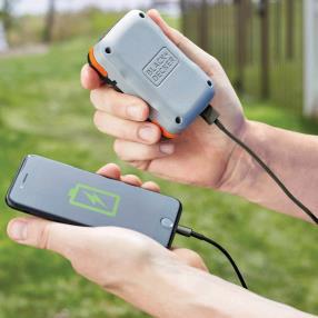 いずれもモバイルバッテリー兼用のバッテリーを装着して利用する