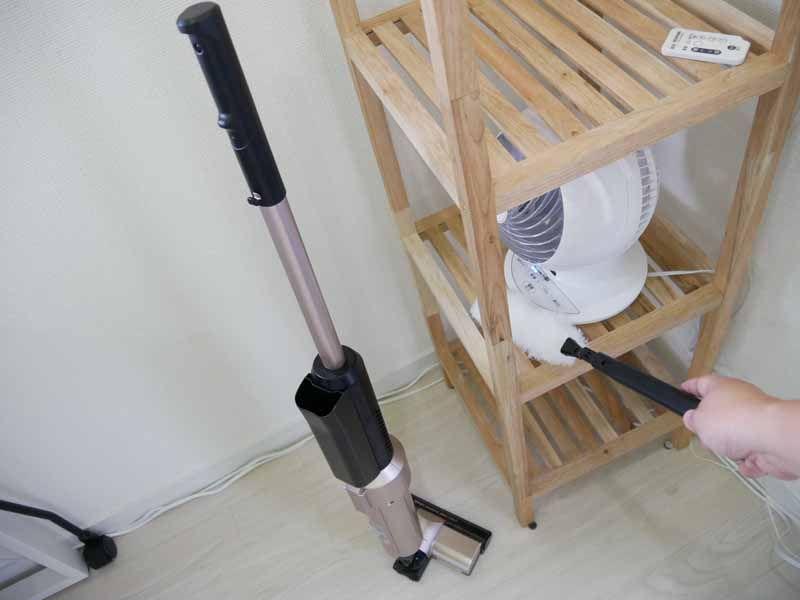 本体は自立するので、立てておいてモップで棚などを掃除できる