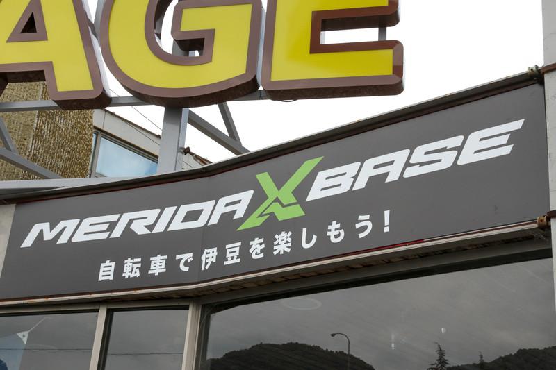 よく見ると「MERIDA X BASE」の看板が!