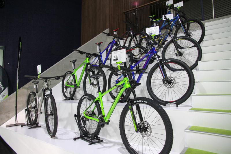 MTBもあちこちに。他に子供用自転車なんかもありました