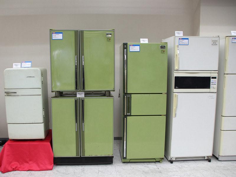 八尾事業所に保管されている歴代冷蔵庫
