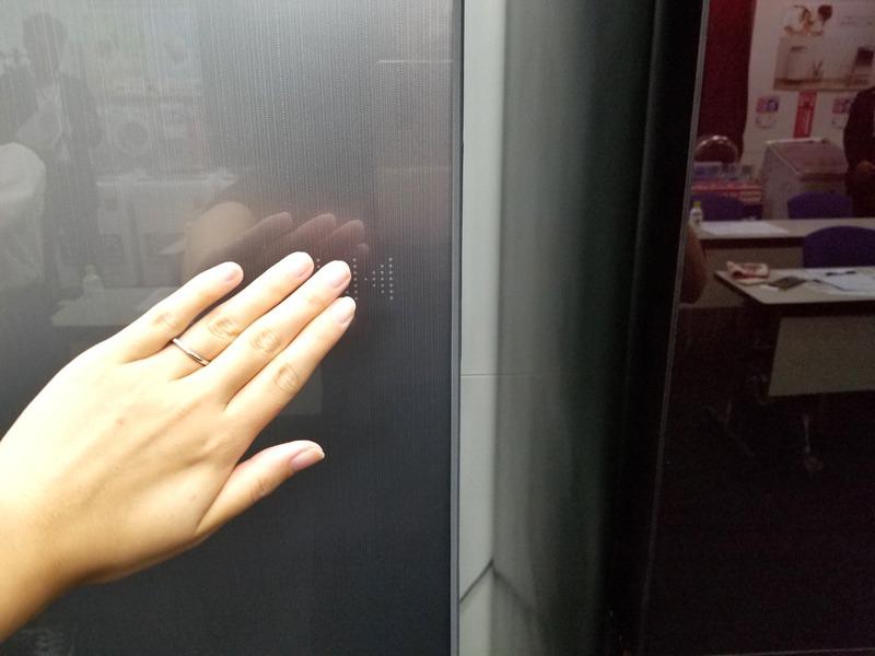左右どちらからも開閉できる「どっちもドア」を採用。電動タイプで軽く触れるだけで開く