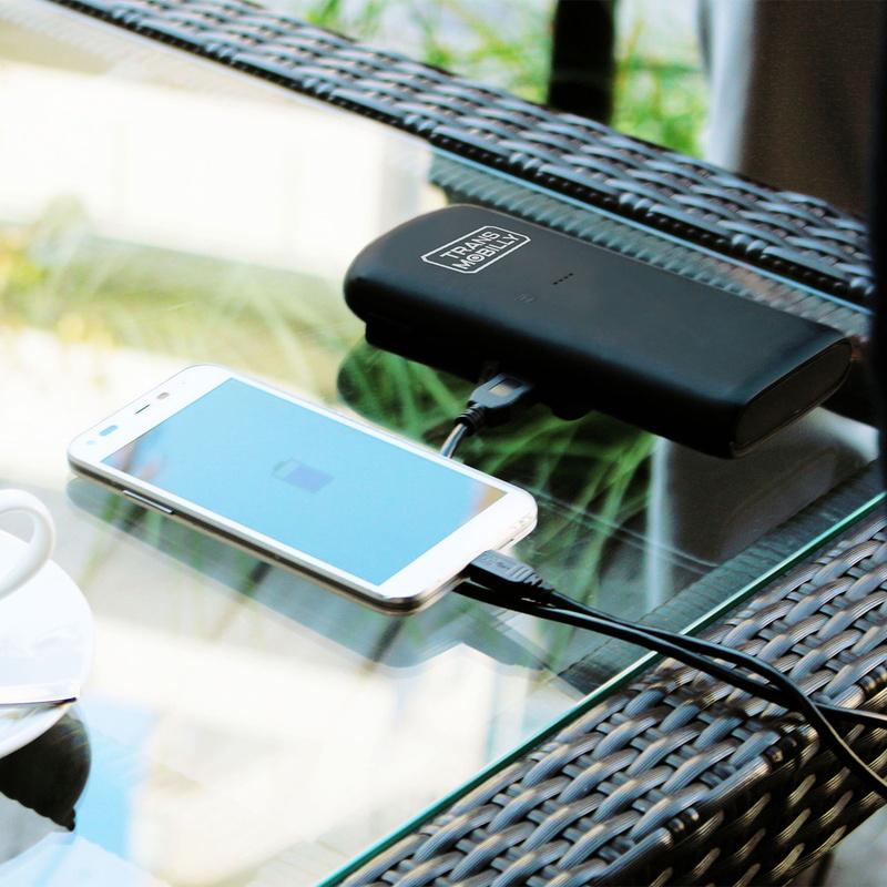 モバイルバッテリーとしてスマホなども充電できます