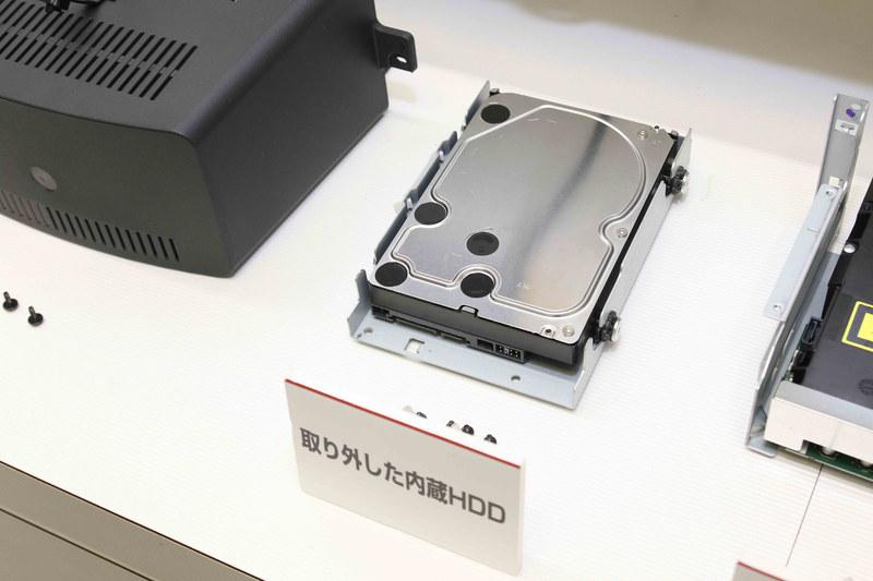 2TBのハードディスク。だいたいデスクトップPCの中に入っているものと同じぐらいの容量がある