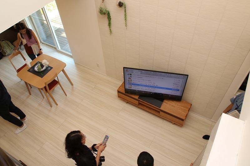 オートターン機能に慣れてしまうと、これがないテレビは「ありえない!」という中毒性を持つ。かなり便利