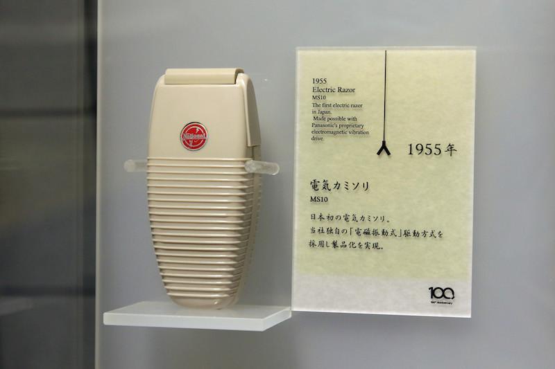日本初の電気カミソリ。パナソニックが1955年に発売した(出典:パナソニックミュージアム)
