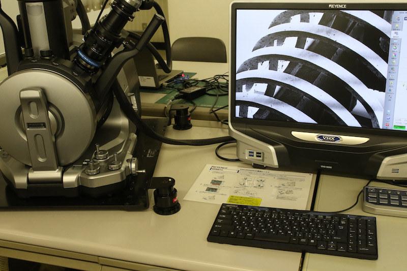 刃先の追求は、電子顕微鏡でないと見えないレベルまで来ている
