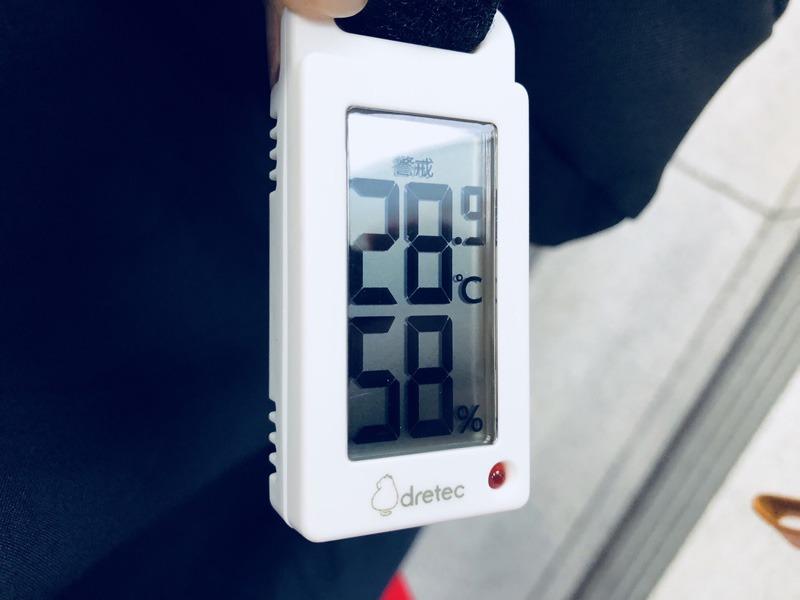 温湿度計(大阪駅構内)