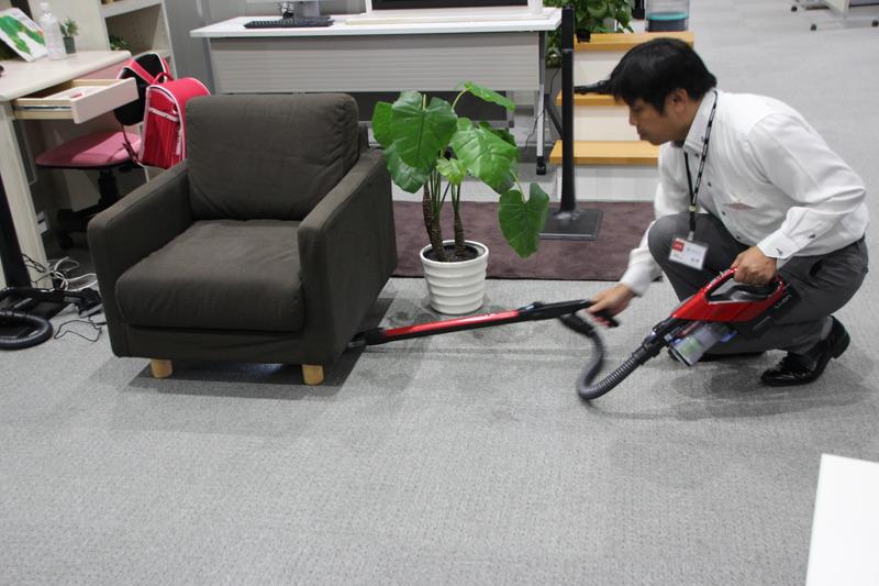 家具下などすき間掃除にも適している